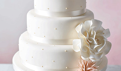 Undecorated wedding cake