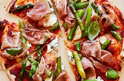 Image of asparagus prosciutto pizza