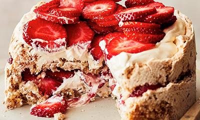 Strawberry hazelnut meringue cake