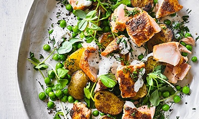 Grilled salmon and pea salad with creamy dill dressing
